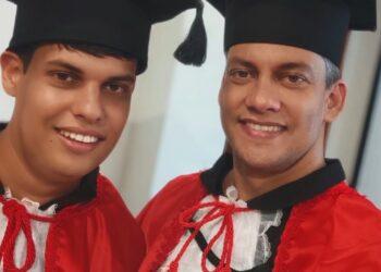 Jovem autista e pai concluem juntos faculdade de Direito